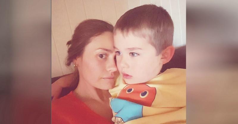 Мама хочет у сына в спальне