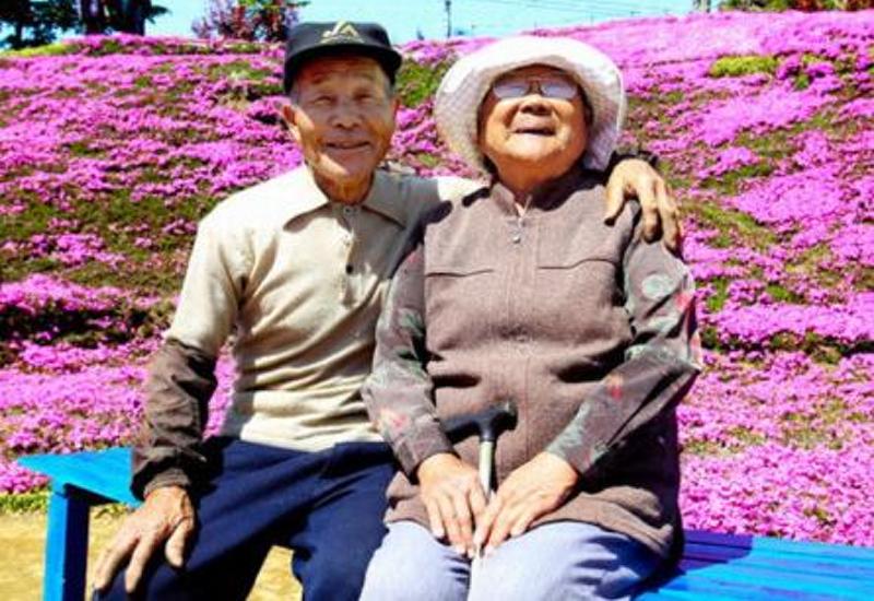 20 лет муж выращивал цветочный сад для слепой жены