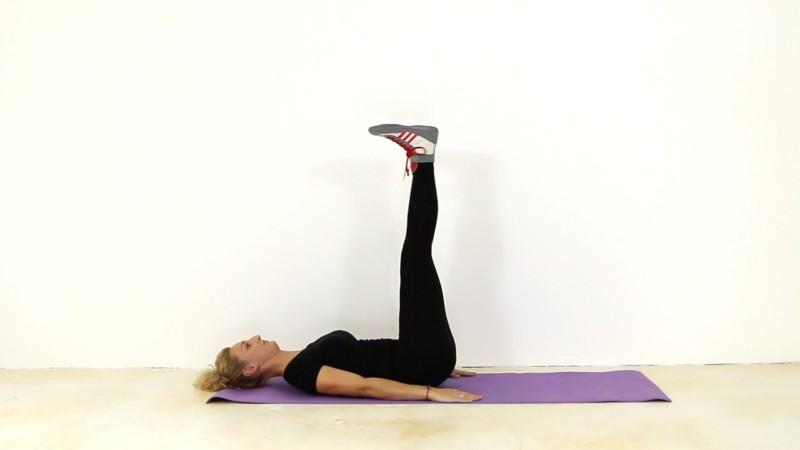Tyto pohyby trvale změní vaše spodní břicho.