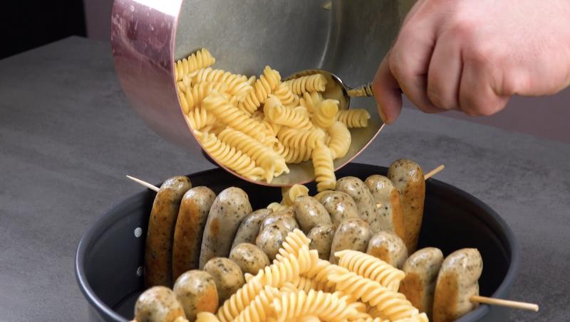 колбаски и макароны