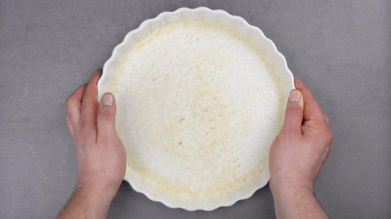 форма для выпечки посыпанная сухарями