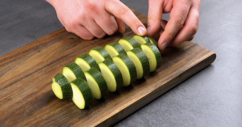 резать овощи