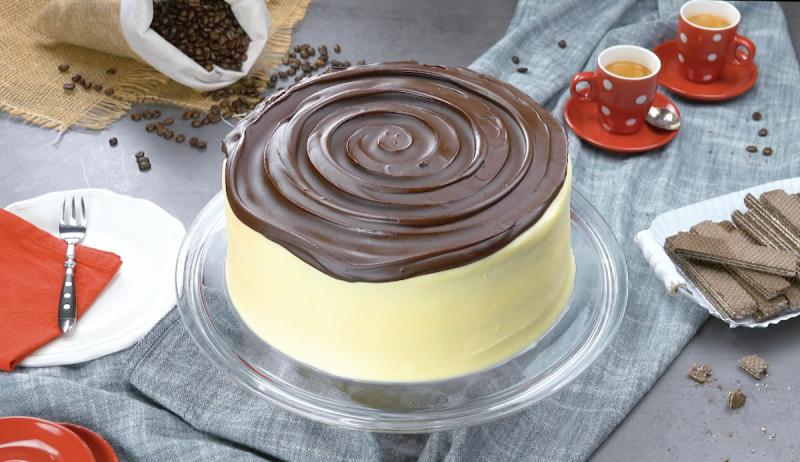 красивый торт с шоколадом