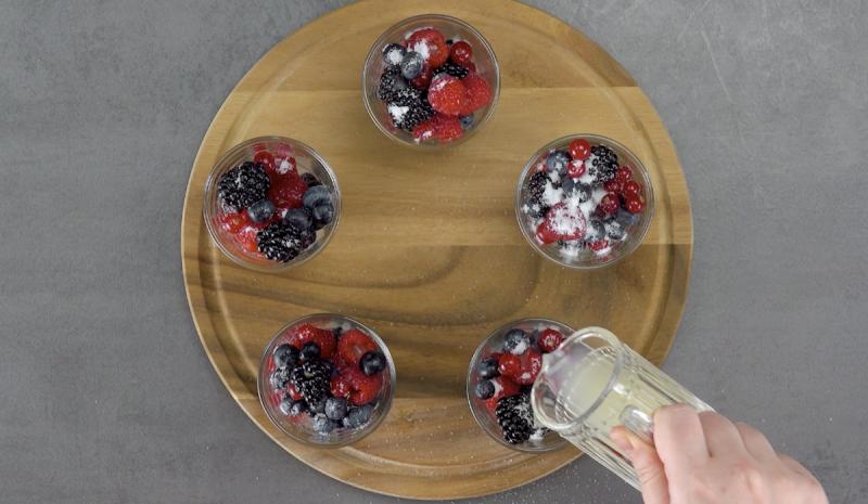 ягоды в стаканах