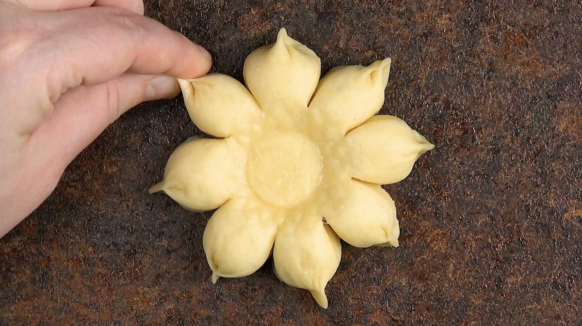цветок из теста