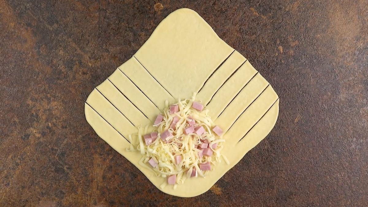 тесто с ветчиной и сыром