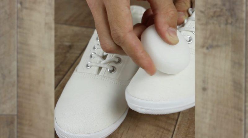 обувь и свеча