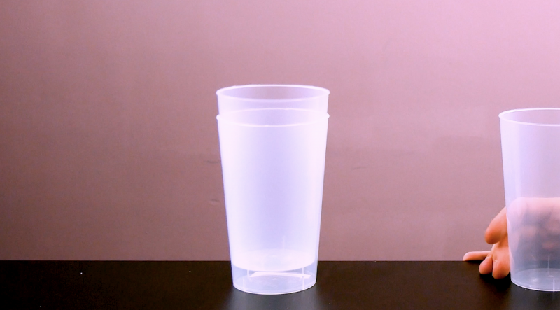 стаканы на столе