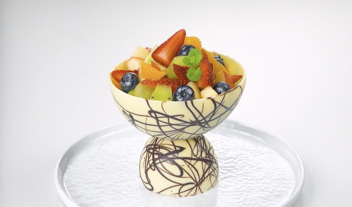 фруктовый салат в шоколаде