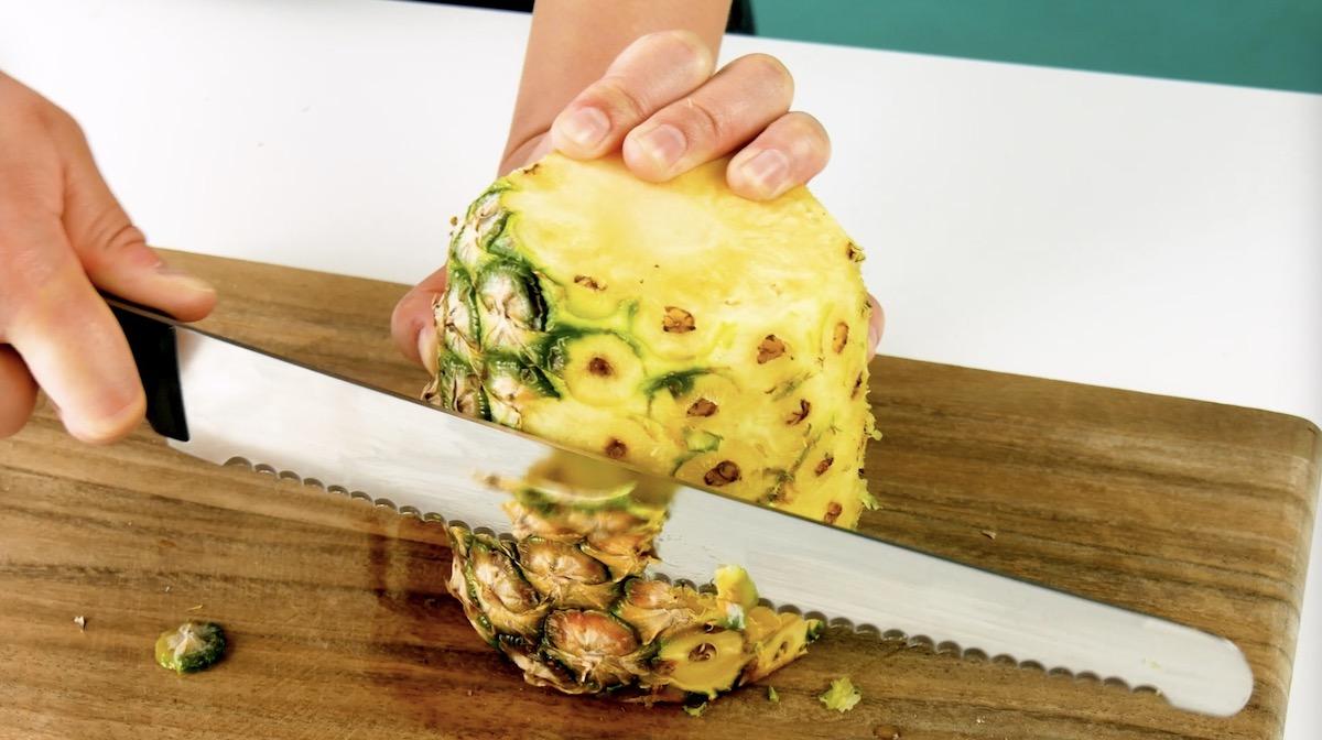 ананас и нож