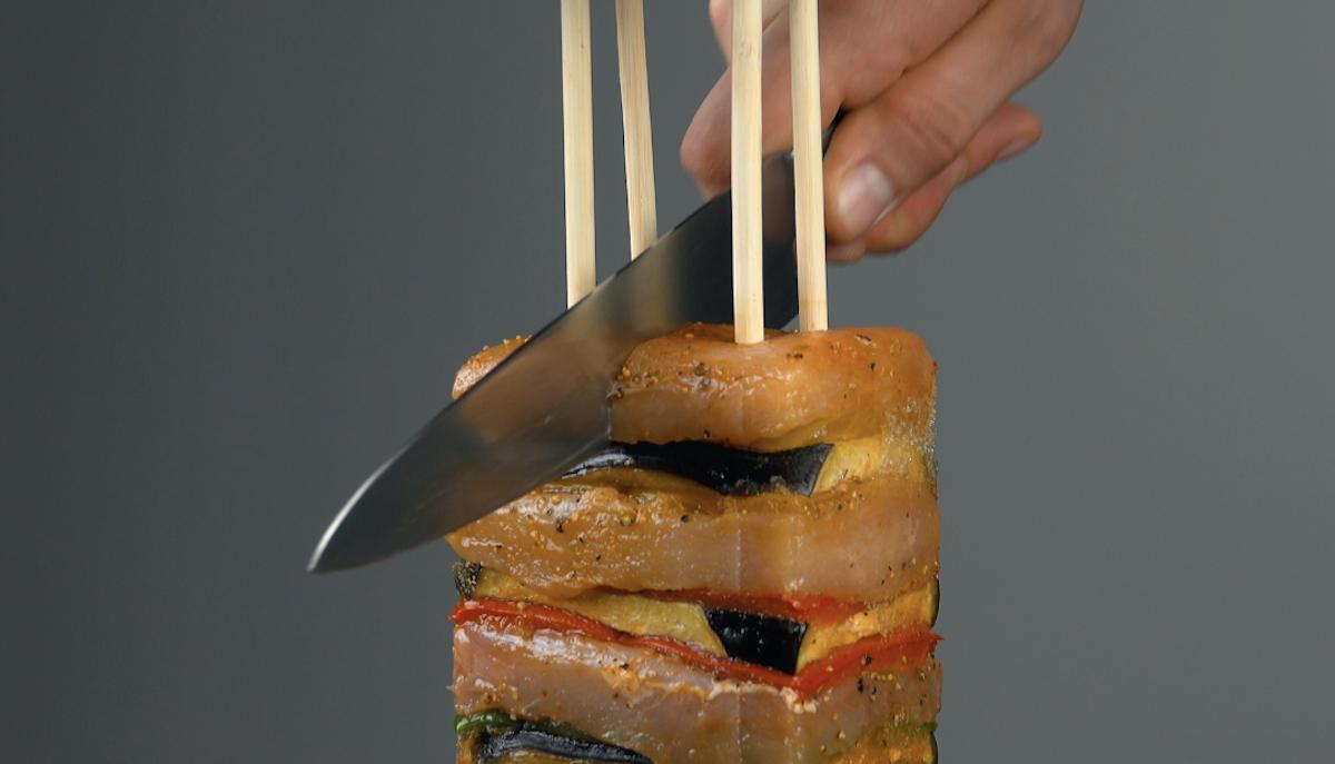 резать мясо