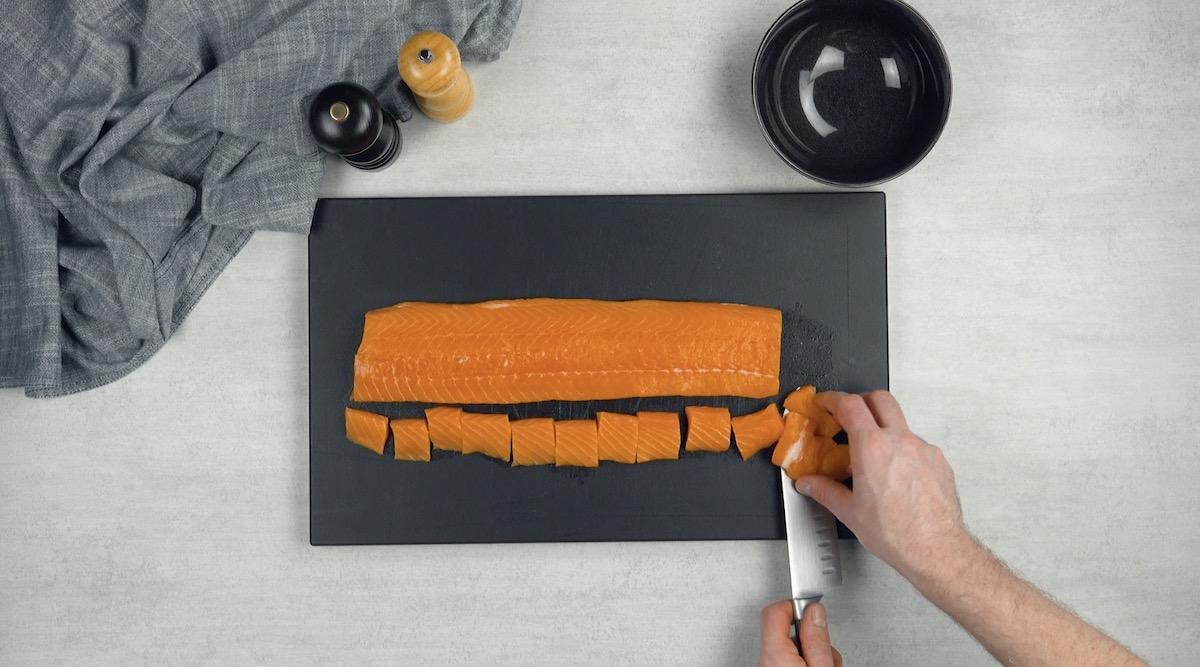 филе лосося на столе