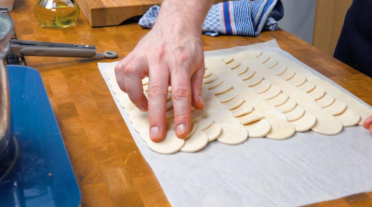 готовить тесто