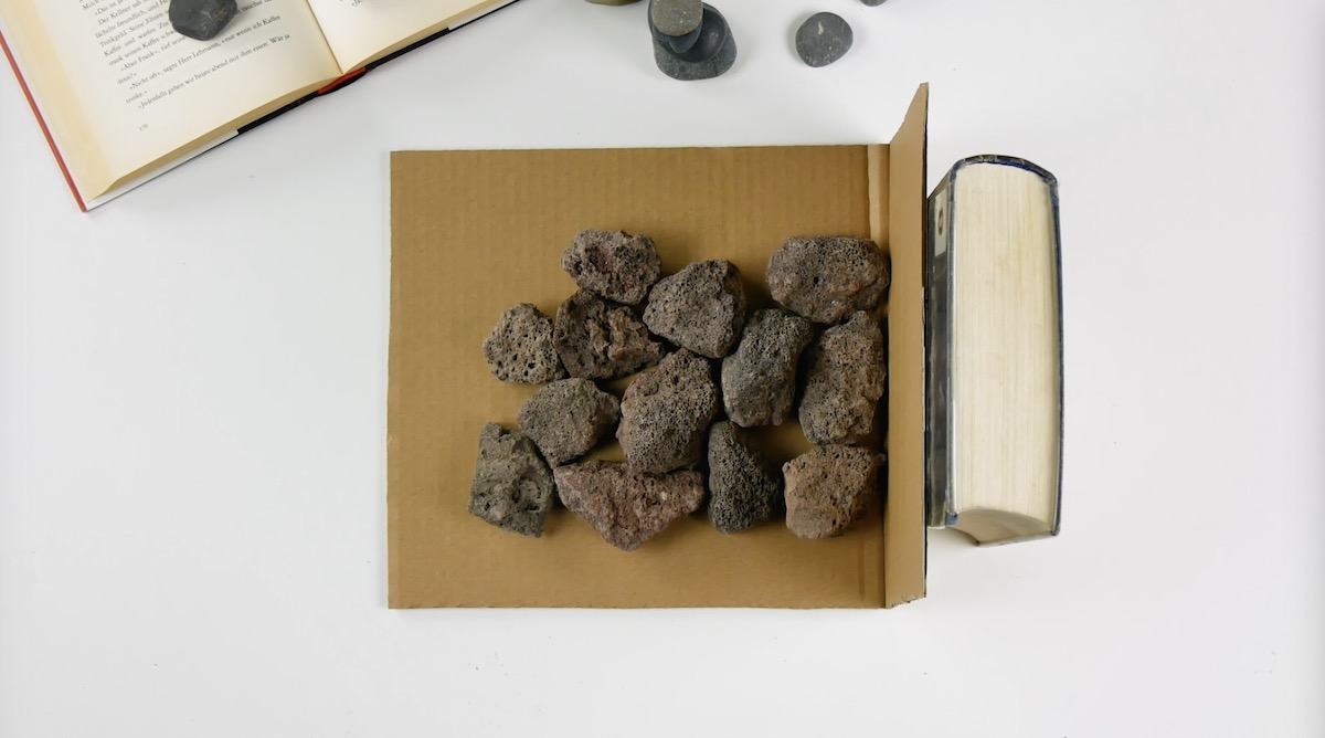 камни и картон