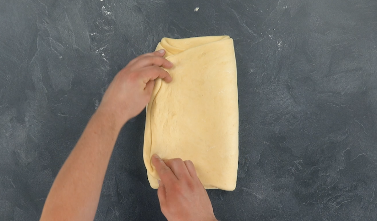 складывать тесто