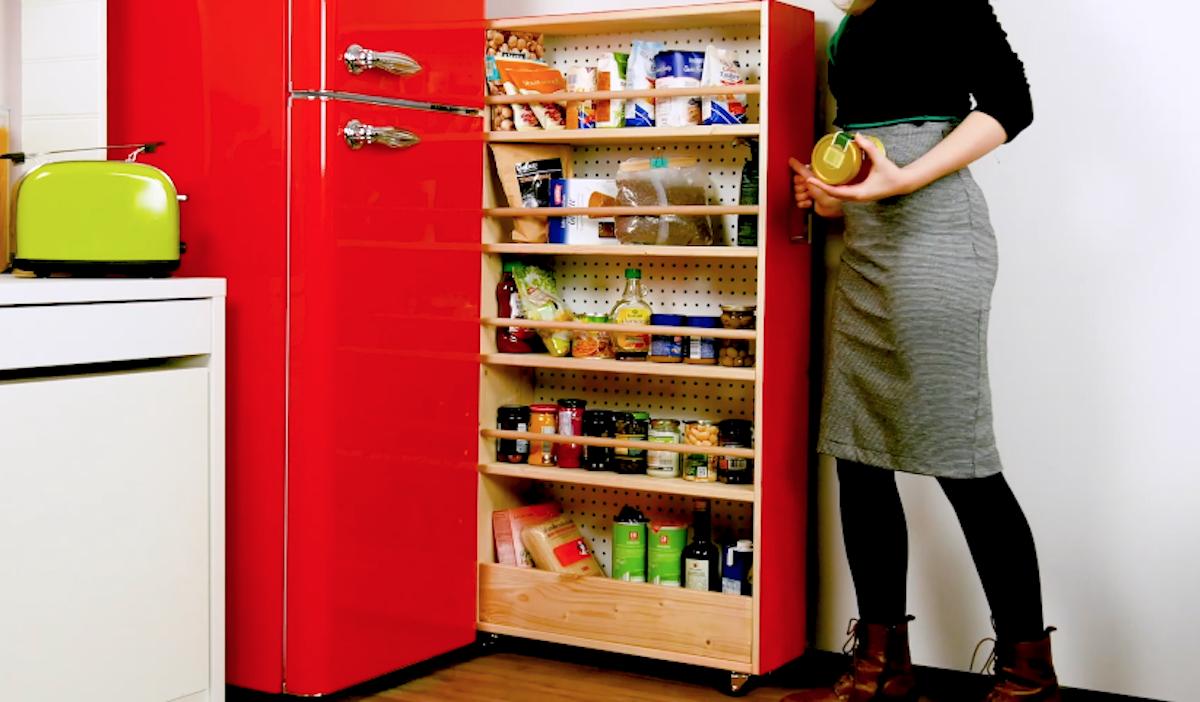 самодельный шкаф за холодильник