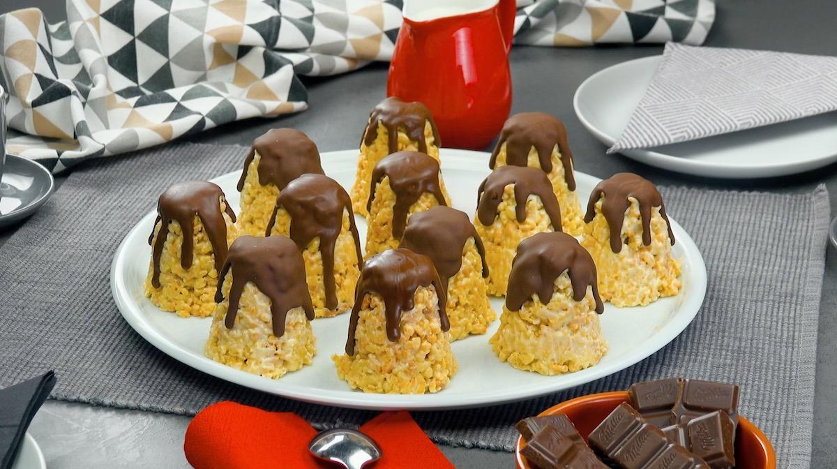 печенье на столе