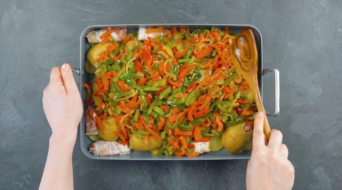 форма для выпечки с едой