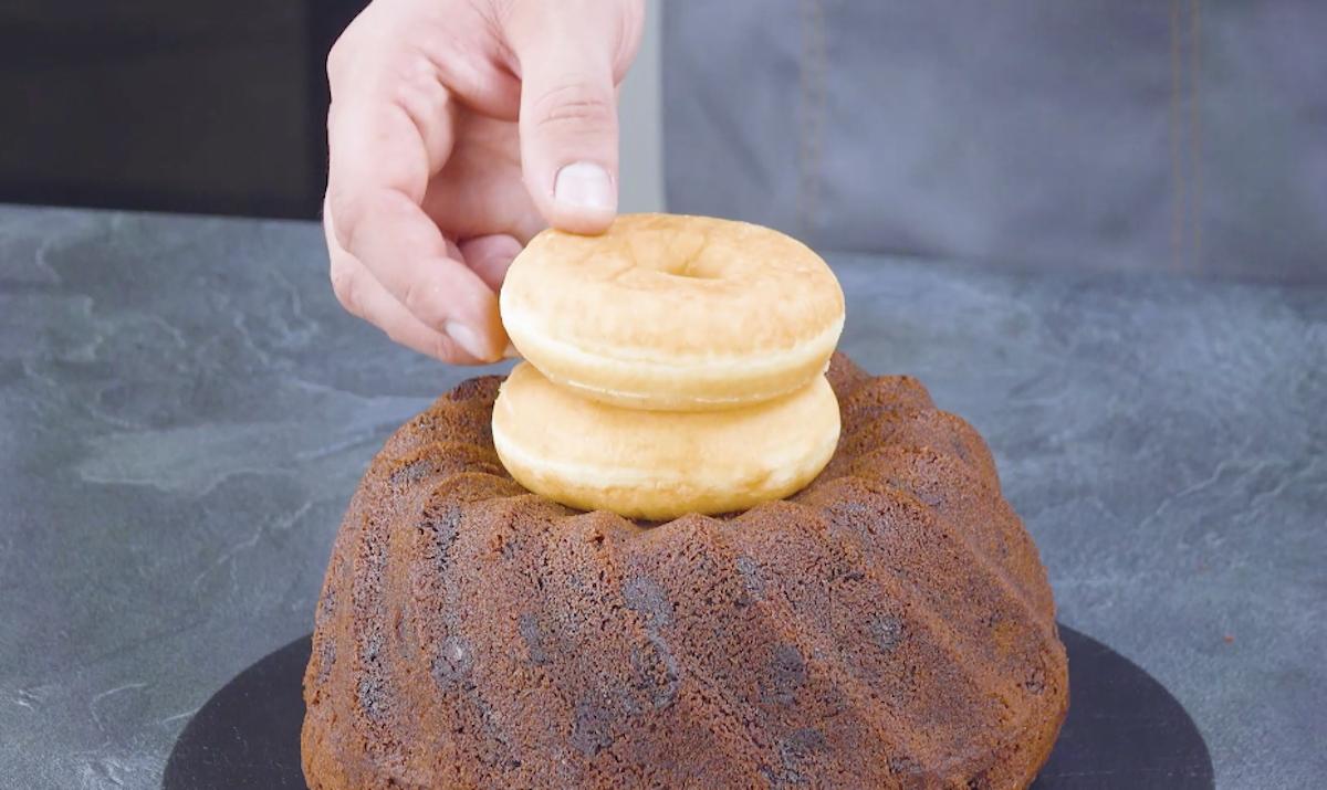 кекс и два пончика