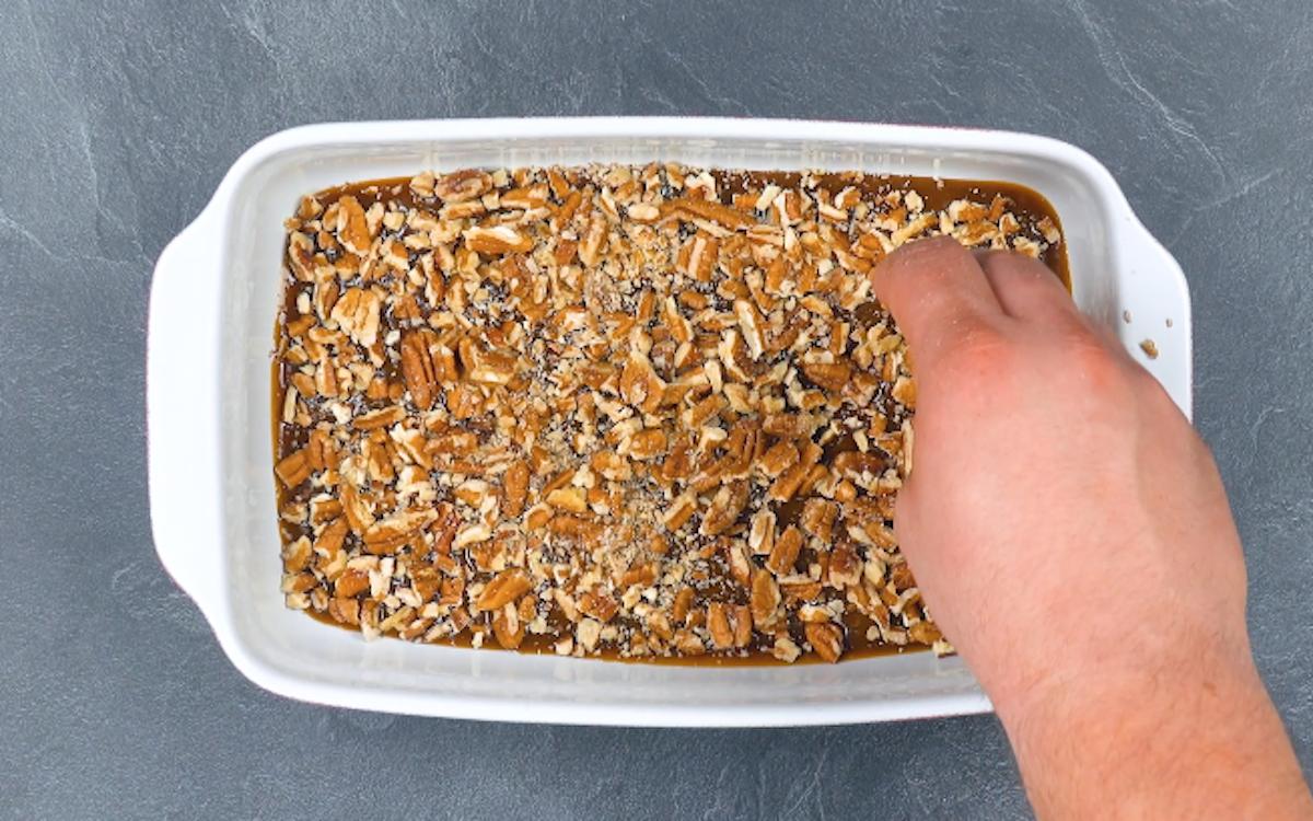 форма для выпечки с орехами