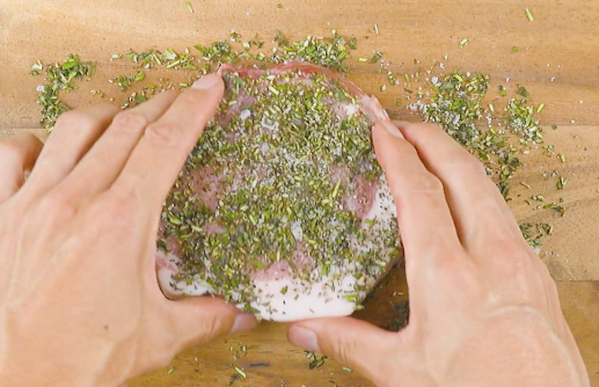 мясо с приправами