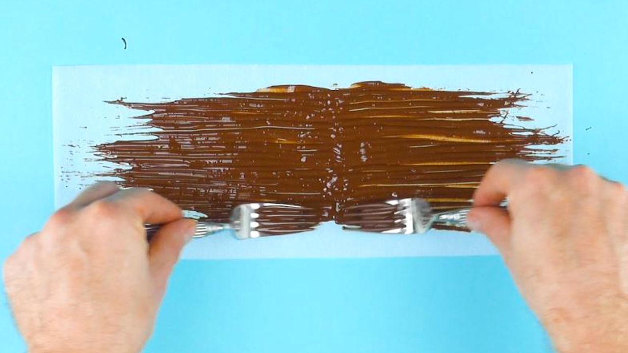 размазать шоколад