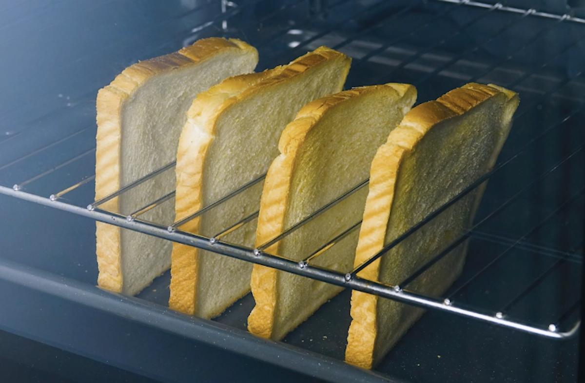 жарить хлеб