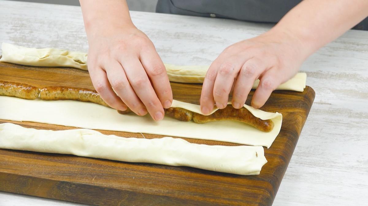 руки держат тесто