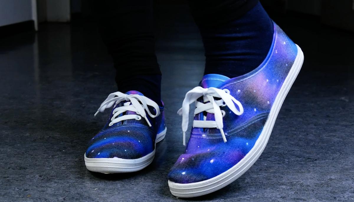обувь на ногах