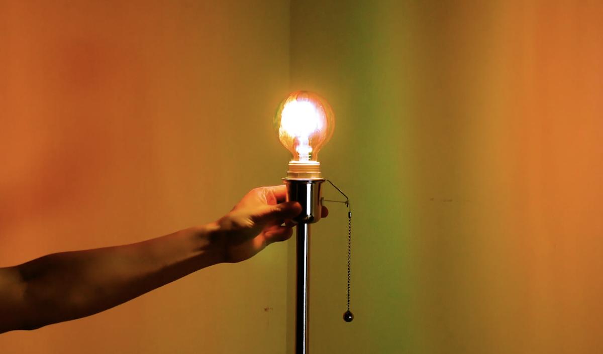 разрисованная лампочка