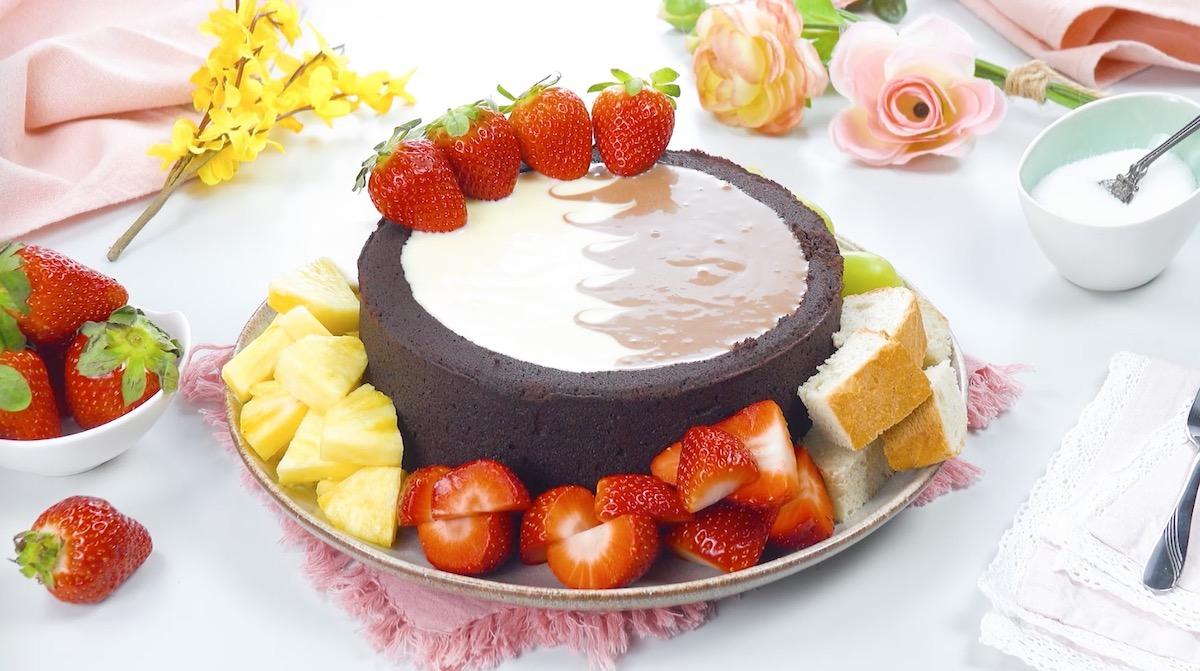 красивый торт на столе