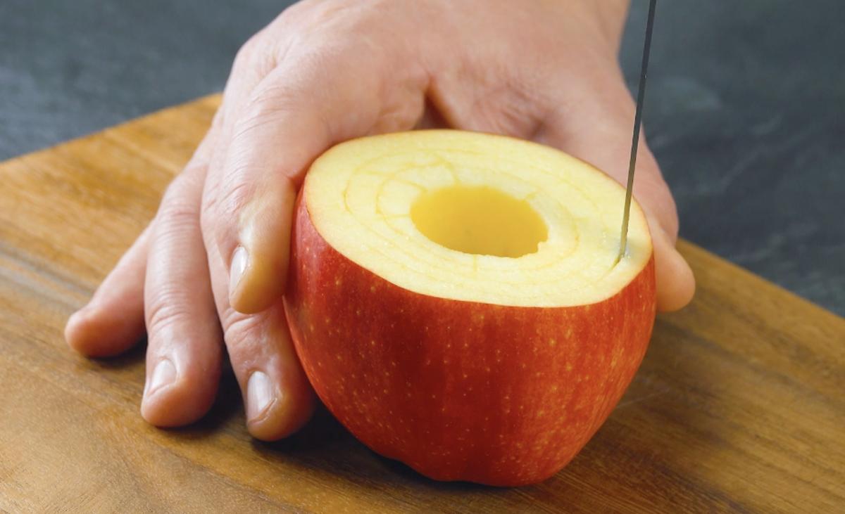 резать яблоко