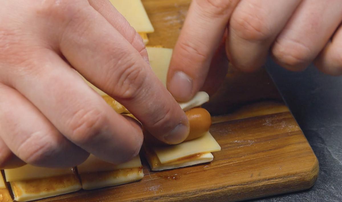 тесто и сосиски
