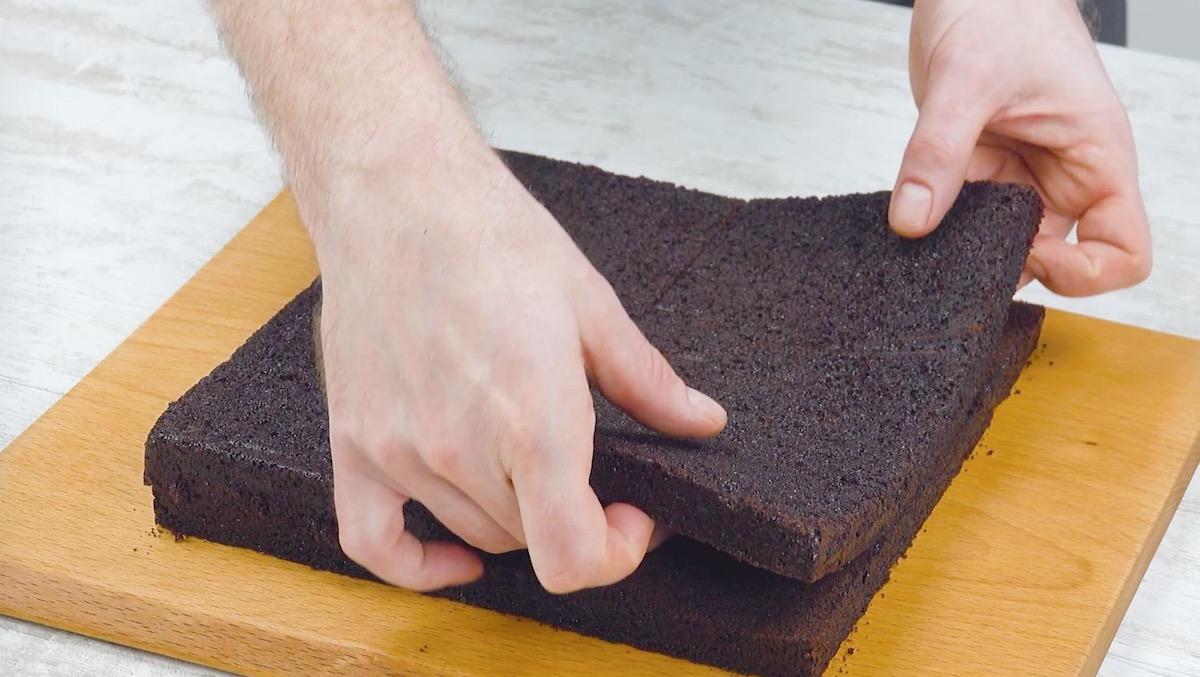 резать бисквит