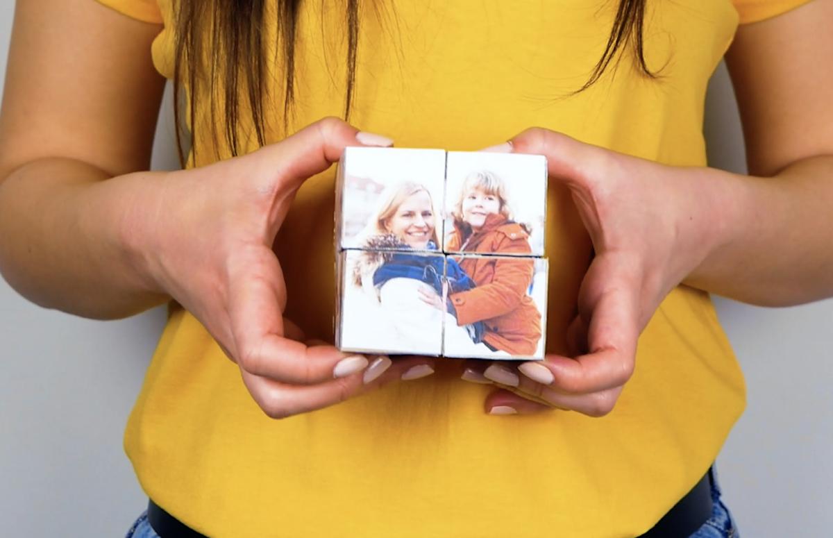 фотография в руках