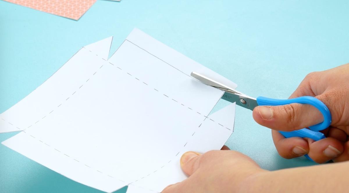 резать бумагу