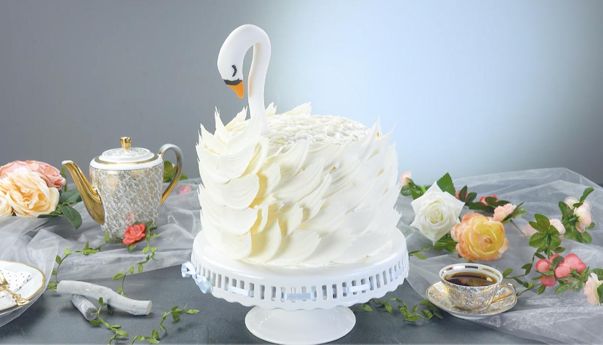 торт в виде лебедя