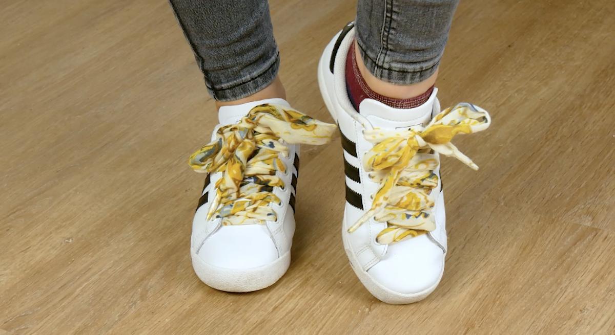ноги в кроссовках