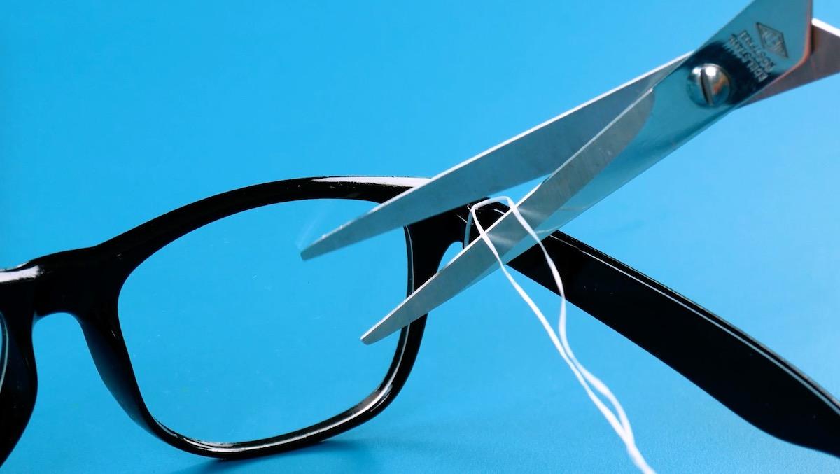 чинить очки