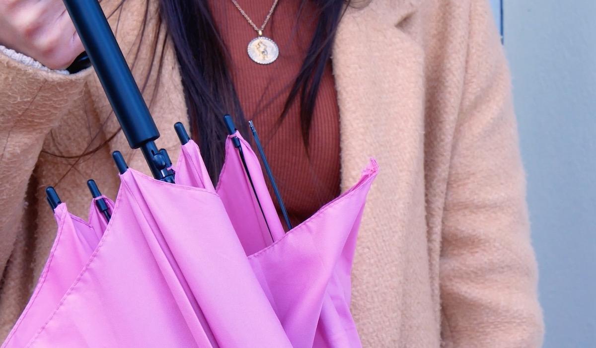 розовый зонт