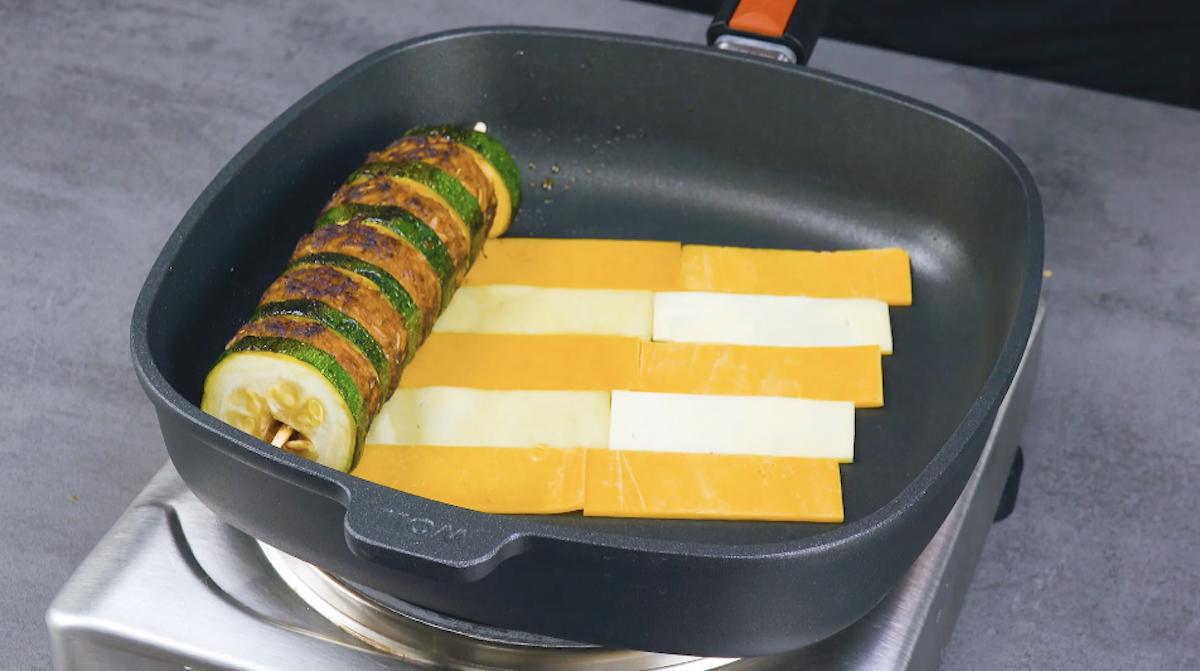 сыр на сковороде