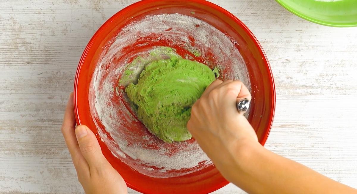 тесто зеленого цвета